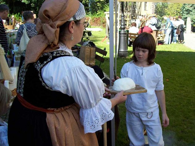 Na česko–polské slavnosti se mimo jiné ochutnávaly krajové speciality.