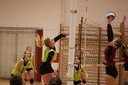 Orlovské volejbalistky (v zeleném) hrají I. ligu juniorek.