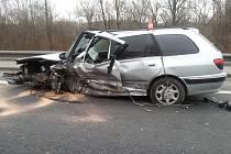 Ranní nehoda dvou osobních automobilů v Karviné.