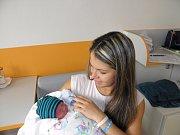 Petr Valůšek se narodil 18. října mamince Zuzaně Valoškové z Rychvaldu. Po narození dítě vážilo 3200 g a měřilo 48 cm.