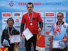 Úsměv na tváři Jiřího Vilhelma mladšího (vpravo) signalizuje, že je s medailovým vyzněním sezony spokojen.