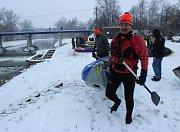Vodáci z Česka i Polska se zkraje roku vydali už pojedenácté na vodu. Konal se Novoroční sjezd Olše.