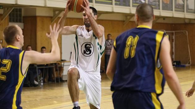 Karvinští basketbalisté mají stále o co hrát.