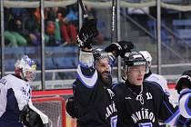 Hokejisté AZetu vybojovali první výhru venku. A hned za tři body.