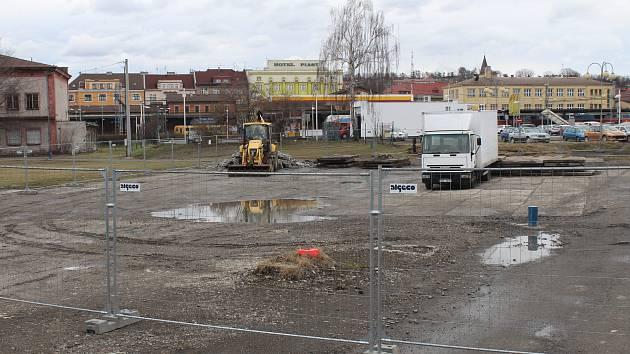 V Českém Těšíně na ploše bývalého tzv. Mexikoplacu má vyrůst nový dopravní terminál. V minulých dnech začala specializovaná firma s dekontaminací prostoru