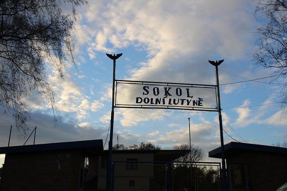 Vstupní brána do fotbalového areálu Sokol Dolní Lutyně.
