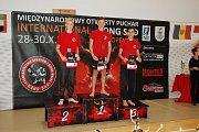 Na stupních vítězů váhovky do 55 kg. Vyhrál Filipek, druhý Miczek, třetí Válek.