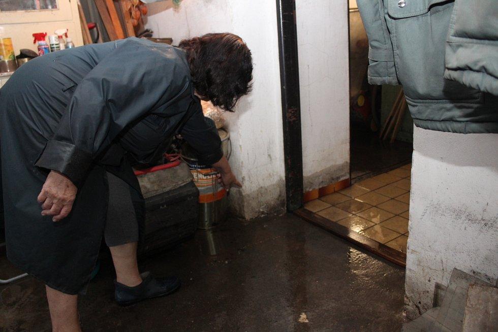 Déšť vyplavil sklep rodinného domu manželům Konopkovým z Horní Suché.