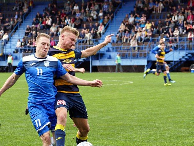 Tomáš Omasta (vlevo) přestoupil do Třince.