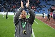 Trenér MFK Roman Nádvorník slaví bod.