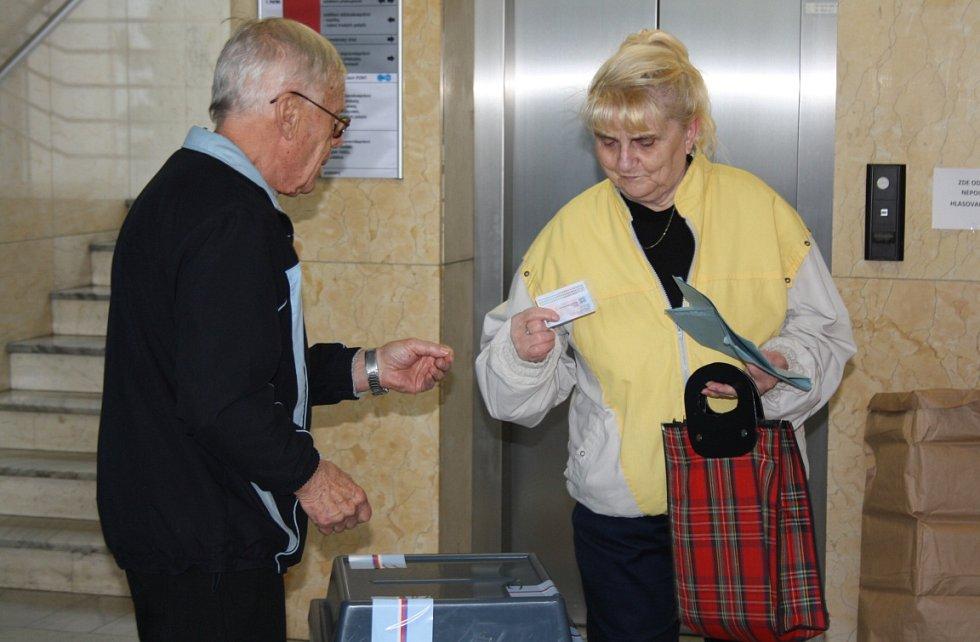 Říjnové volby 2016 do krajského zastupitelstva v Karviné. Volební okrsek č. 1 v budově magistrátu