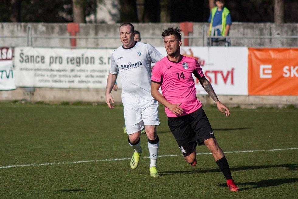 Okresní derby v divizi. Dětmarovice (v bílém) porazily Havířov 1:0.