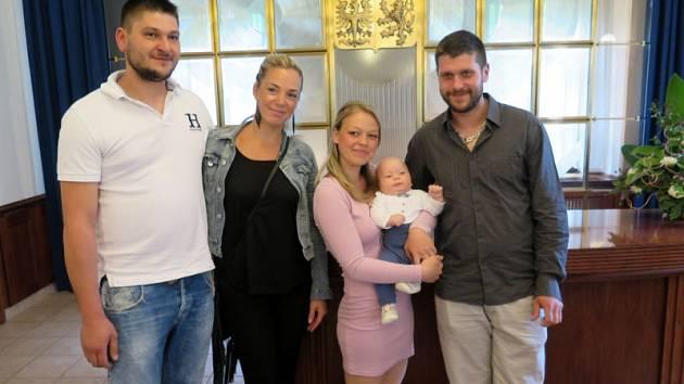 V obřadní síni na Zámku v Havířově po téměř měsíční přestávce v neděli 21. května se konalo v pořadí osmé letošní vítání nových občánků. Bylo přihlášeno celkem 21 dětí.
