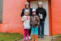 Dvě skupinky malých králů – dětí z Charitního střediska Kometa – navštívily i oblast rodinných domků v okolí střediska.