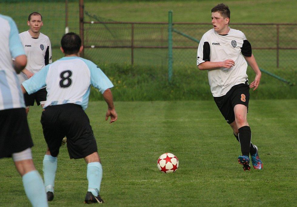 Albrechtičtí (u míče Marek Korzeniowski) neměli s Vratimovem problém.