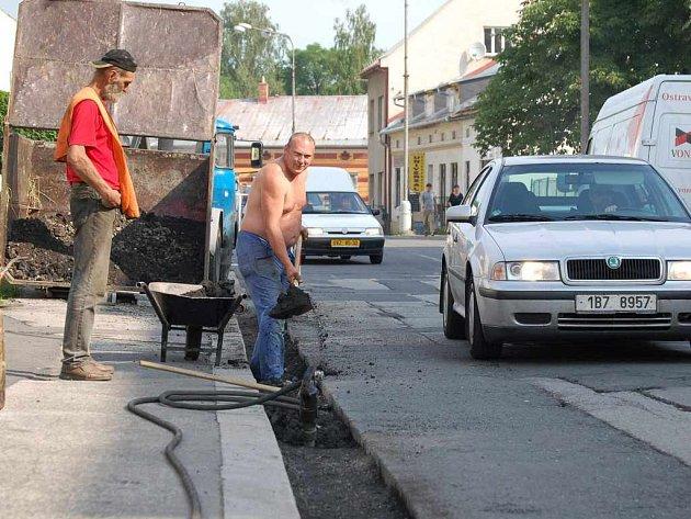 Další oprava komplikuje průjezd Fryštátskou ulicí v Karviné.