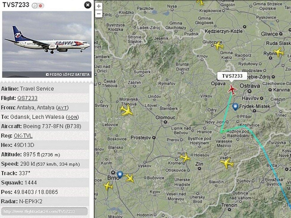 Snímek z radaru zachycuje Boeing 737-800 OK-TVL Travel Service (červeně označená ikonka) krátce po letmém mezipřistání v Mošnově ve středu 9. 5. 2012 cestou do Polska.