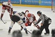 Hokejisté Havířova (v bílém) zvládli i čtvrté derby s Frýdkem-Místkem.