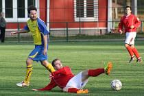 Sobotní derby číslo 2: Stonava - ČSAD Havířov (v červeném).