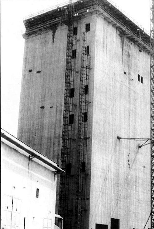 Důl Darkov, stavba těžní věže.