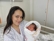 Mamince Kláře Parčiové z Orlové se 14. března narodila dcerka Karolínka. Po porodu holčička vážila 2740 g a měřila 45 cm.