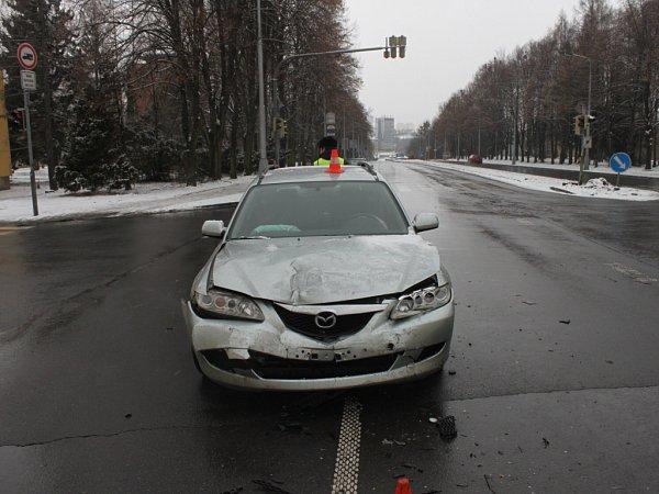Nehoda, ukteré oba řidič tvrdí, že jeli na zelenou.