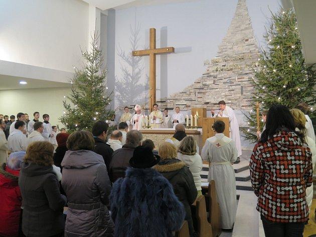 Slavnostní bohoslužba v kostele sv. Anny.