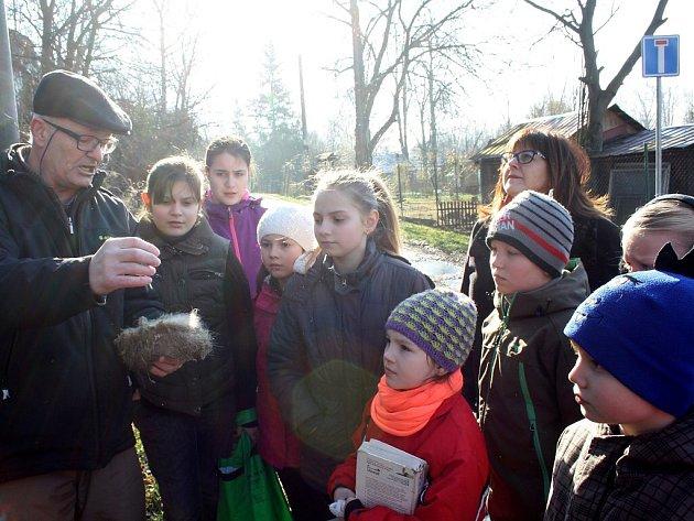 Děti z karvinské Stanice mladých přírodovědců rozmístily v okolí řeky Olše sedmnáct nových budek pro ptáky. Budkování se koná každý rok, instalují se budky nové a staré se kontrolují.