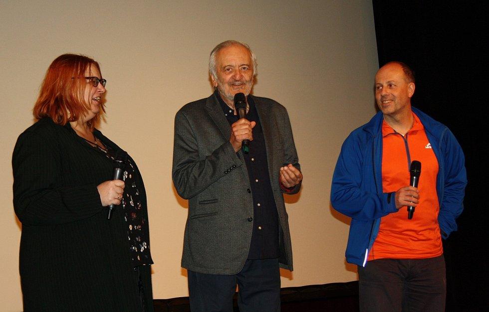Na filmovou přehlídku Kino na hranici v pondělí přijel slovenský herec Milan Lasica. S diváky besedoval po projekci filmuj Vážení přátelé, ano!, který natočil v roce 1989.