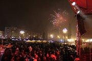 Vánoční strom v Havířově v sobotu rozsvítila slovenská skupina No Name. Podívanou byl i ohňostroj.