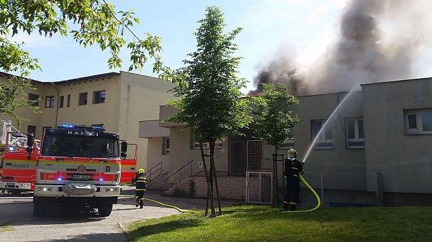 Požár střechy prodejny v Bohumíně.