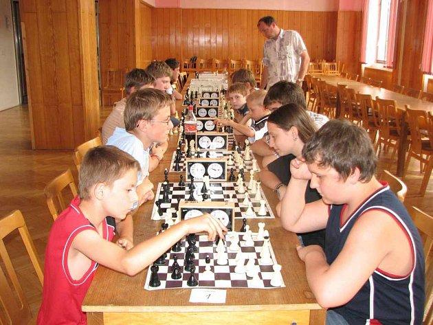 havířovští školáci hráli šachy.