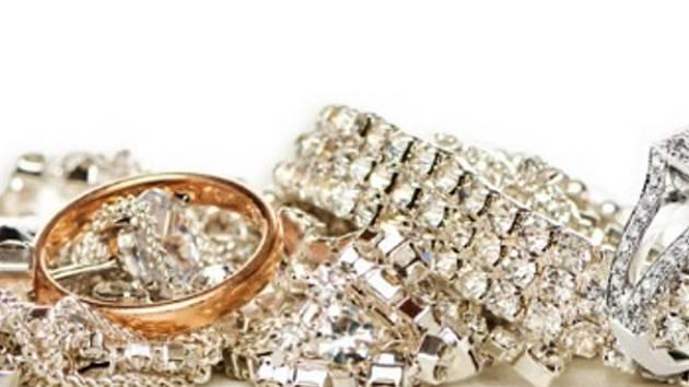 Falešné kontrolorky okradly seniorku o šperky.