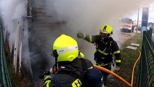 Požár skladu autoservisu v Havířově