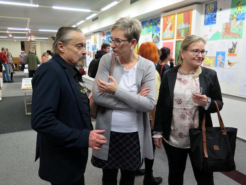 Vernisáž výstavy Akademického malíře Martina Pawery a jeho žáků v havířovském Kulturním domě Leoše Janáčka.