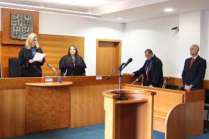 Okresní soud v Havířově vynesl 3. 10. 2019 zprošťující verdikt nad někdejším technickým náměstkem MRA a pozdějším náměstkem primátora Pavolem Jantošem v kauze zakázky na plastová okna z roku 2012.