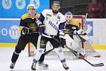 Havířovští hokejisté (v bílém) přetlačili Kadaň 4:2.