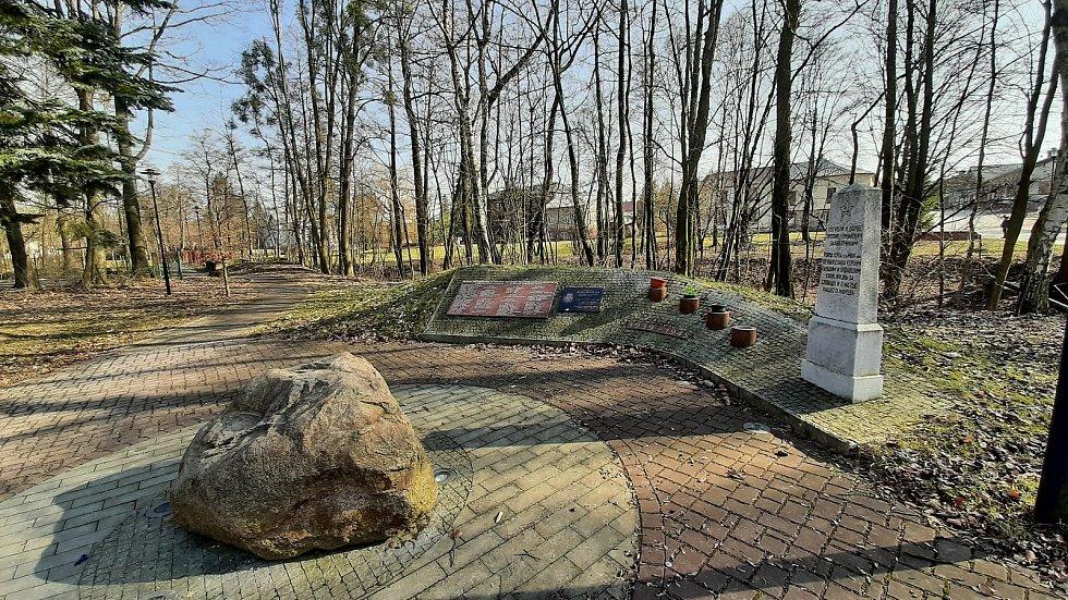 Horní Suchá. Pomník válečným obětem a sovětským vojákům kteří obec osvobodili.