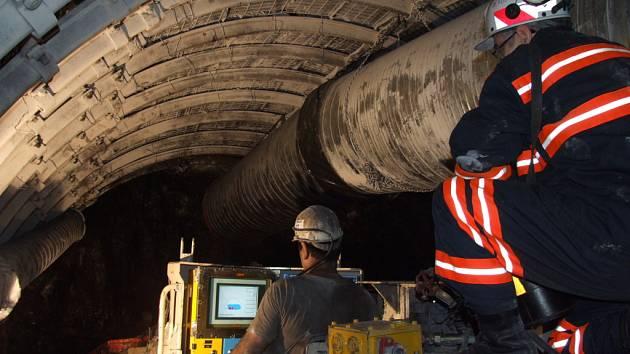 Ilustrační snímek z podzemí šachty.