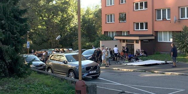 Natáčení minisérie České televize Stockholmský syndrom vhavířovské Kubelíkově ulici.