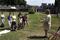 Ve čtvrtek se mohli návštěvníci Archeoparku Chotěbuz-Podobora dozvědět, jak vypadal život v ranném středověku, čím se živili staří Slované, s čím obchodovali nebo k jakým bohům se modlili.