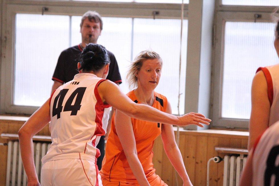 Basketbalistky Havířova (v bílém) si vybojovaly účast ve druhé lize!