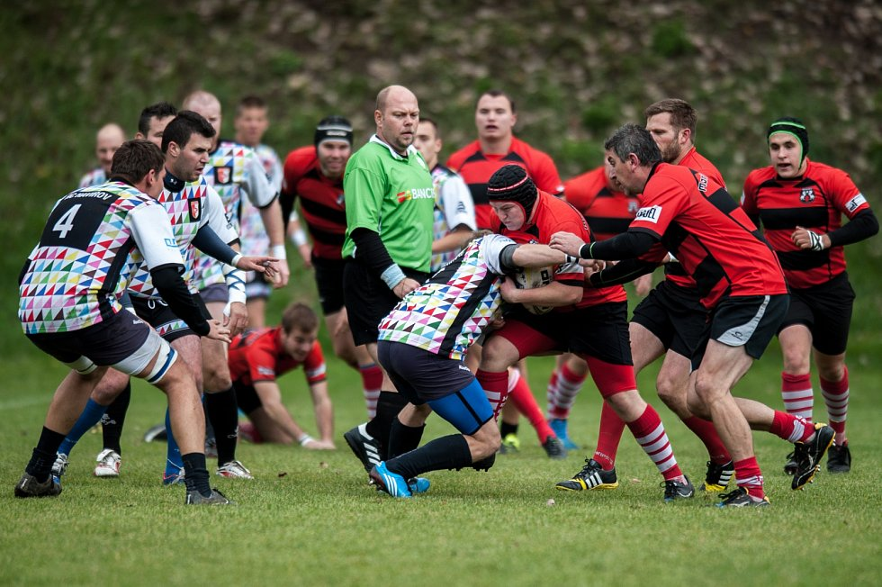 Krajské ragbyové derby ovládly Mariánské Hory (v červeném). Havířov čeká těžká fuška.
