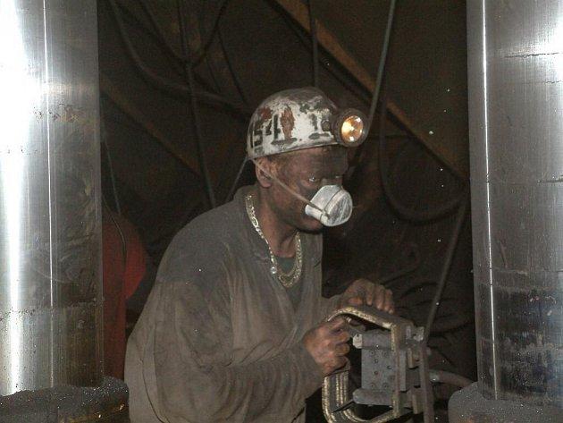 Práce v podzemí černouhelných dolů na Karvinsku. Ilustrační snímek.