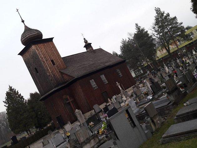 Dřevěný kostel sv. Petra a Pavla vAlbrechticích.