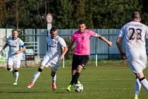 Tomáš Wojnar (v růžovém) má střeleckou slinu.