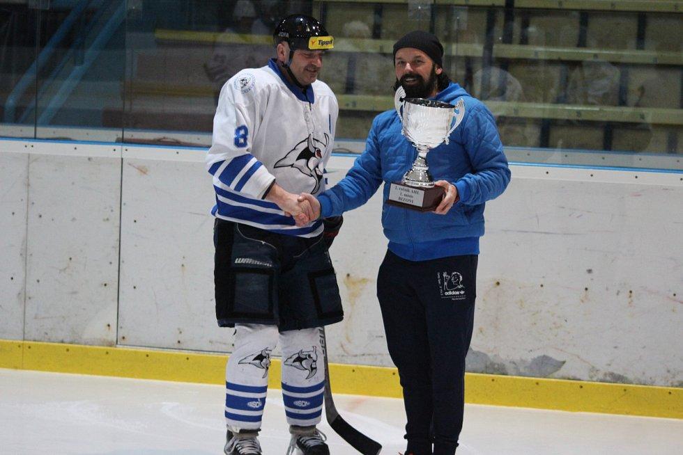 Amatérská hokejová liga dospěla do vyřazovacích bojů. Bizoni vyhráli základní část.