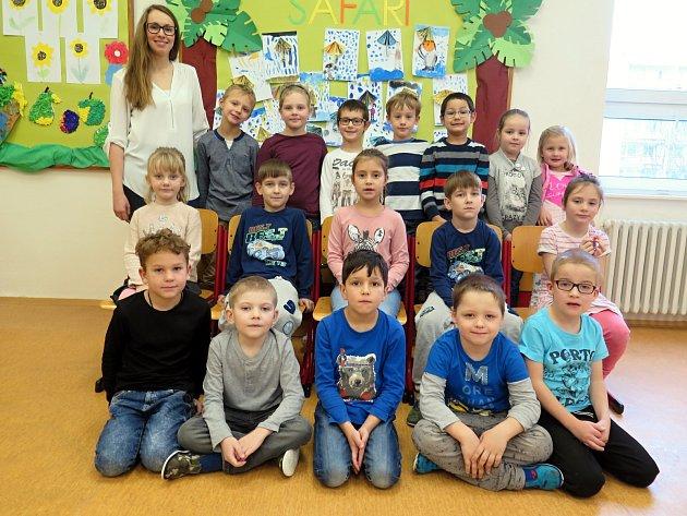 Žáci 1.C ze ZŠ Mládežnická Havířov-Podlesí spaní učitelkou Blankou Freharovou.