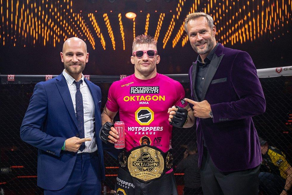 David Kozma v Brně obhájil pás ve welterové váze.