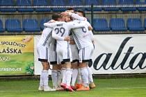 Fotbalisté Karviné se radují z gólu do branky Zlína, kde v nedělním utkání 25. ligového kola vyhráli pod novým trenérem Jozefem Weberem 2:1.